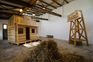 Horses, 2012, Eine raumgreifende Installation. Mixed Media && Horses, 2012, An extensive Installation. mixed media